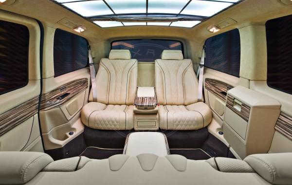 Mercedes Benz V-class Little Girl